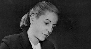 """""""Nadie sino el pueblo me llama Evita. Cuando elegí ser Evita sé que elegí el camino de mi pueblo"""""""